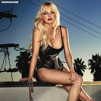 Anna Faris and her sexy outfits