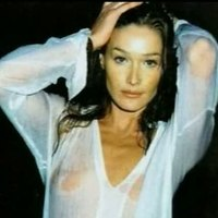 Alluring Carla Bruni deserves the red runner.