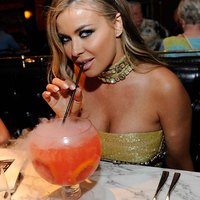 Carmen Electra fascinating star at party!