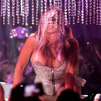 Carmen Electra tempting pics while strip show