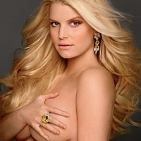Pregnant Jessica Simpson poses naked