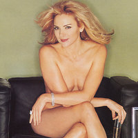 Kim Cattrall shows her nude body and teases