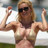 Michelle Hunziker busted on a beach
