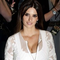 Penelope Cruz stunning dress and boobs