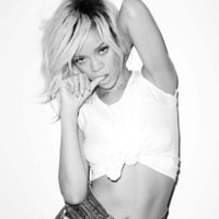 Rihanna plays hard in provocative photoset