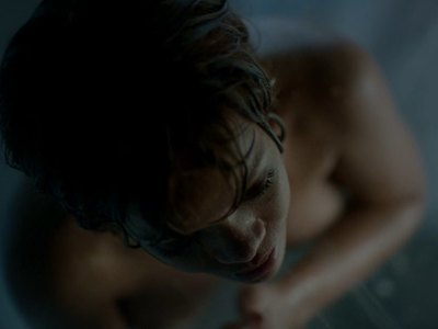 Rihanna Gets nude In The Shower