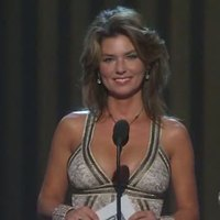 Shania Twain posing in sexy dress on the stage