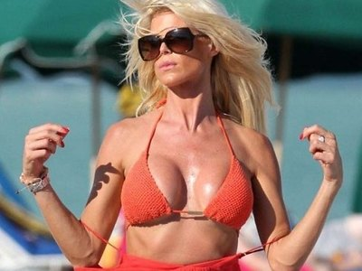 Victoria Silvstedt shows her plump body
